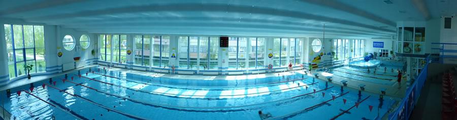 Widok z daleka hala basenowa 1